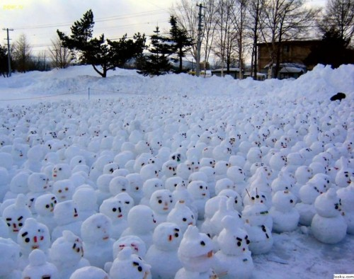Lots of Snowmen 500x394 Lots of Mini Snowmen xmas X Mas wtf
